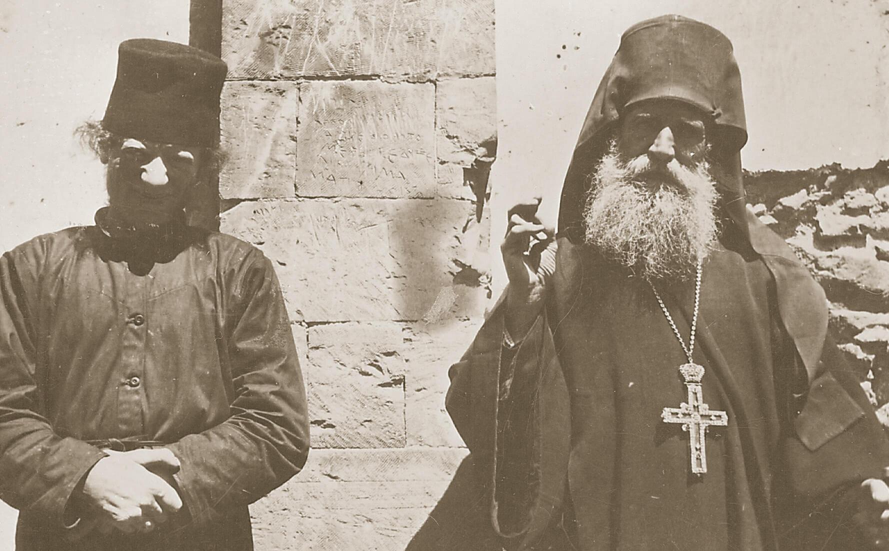 Ὁ ἅγιος Νικηφόρος ὡς μοναχός μέ τόν Γέροντά του, ἅγιο Ἄνθιμο τῆς Χίου.